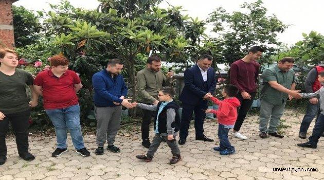 Bayramlarda Çocuklara Harçlıklar Mahalle Halkından
