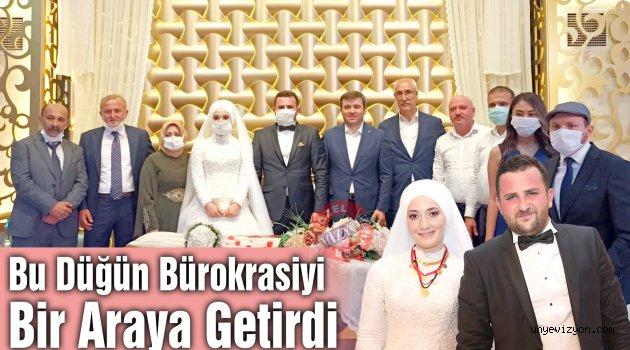 Bu Düğün Bürokrasiyi Bir Araya Getirdi