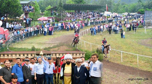 Geleneksel At Yarışlarının 7.'si Düzenlendi