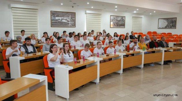 Misafir Öğrencilerden, Vali Yazuz'a Ziyaret