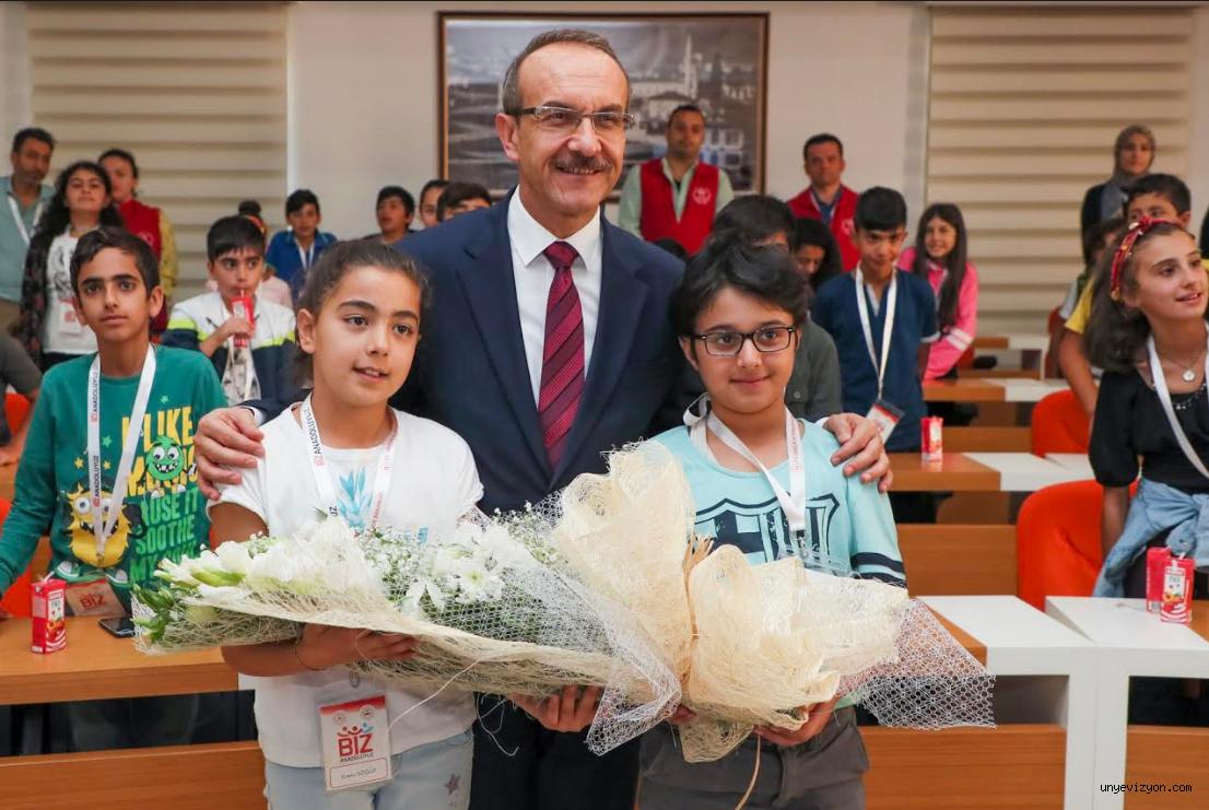 Tunceli'den Gelen Öğrenciler Vali Yavuz'u Ziyaret Etti