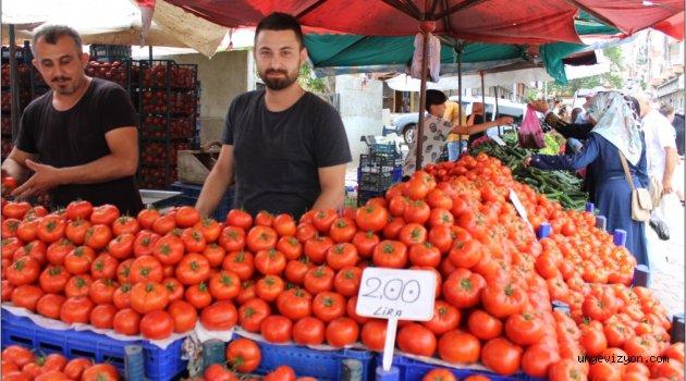 Pazarda Sebze Fiyatları Düşüşe Geçti