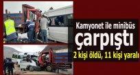Kamyonet ile minibüs çarpıştı: 2 kişi öldü, 11 kişi yaralı